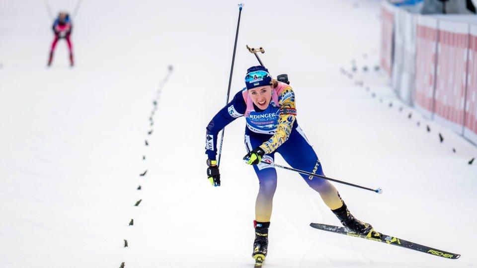 Украинка одержала яркую победу на этапе Кубка мира по биатлону: видео триумфа