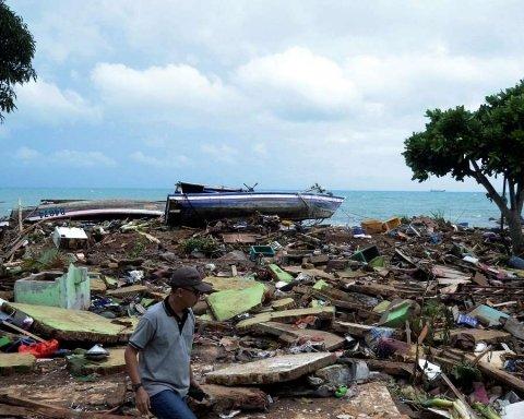 Цунами в Индонезии: появились новое видео и свежие данные о жертвах
