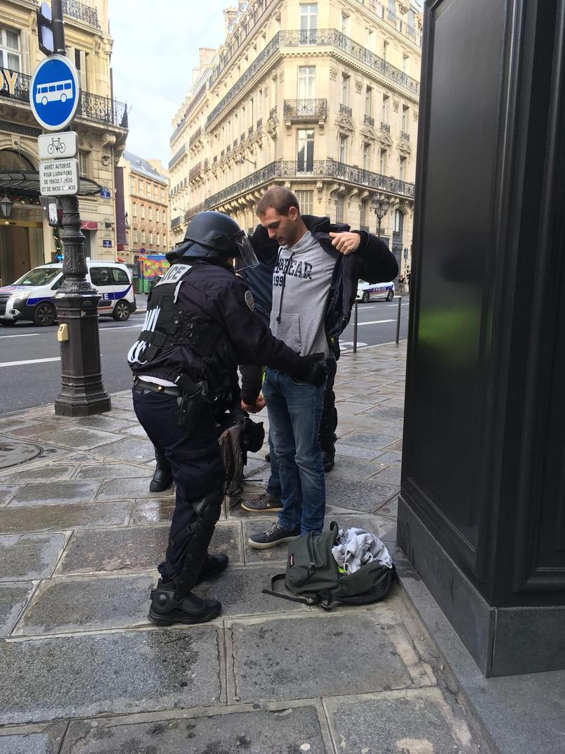 Массовые аресты, военная техника и десятки раненых: фото и видео протестов в Париже
