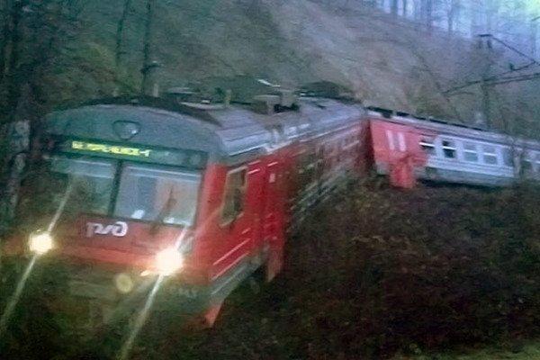 В РФ произошел жуткий инцидент с электричкой: могли погибнуть десятки людей