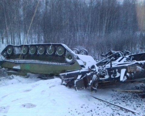У Росії перекинувся потяг з військовою технікою: фото з місця НП