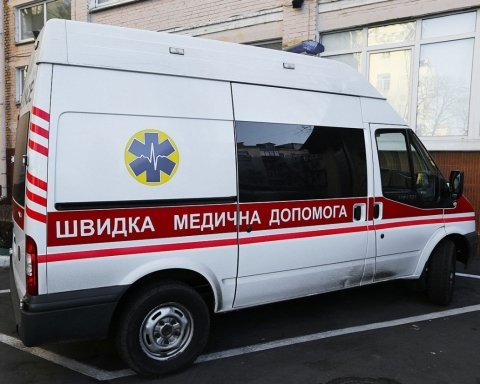 Авто «скорой» сбило на тротуаре мать с ребенком: детали ЧП