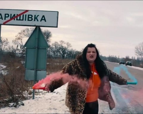 Рэп-исполнительница Alyona Alyona выпустила новый клип и покинула родной дом