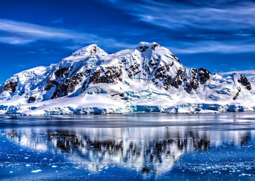 Пирамиды или НЛО: в Антарктиде нашли нечто, в сети ломают голову