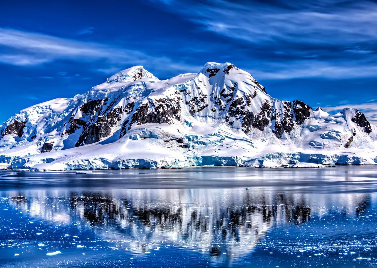 Піраміди або НЛО: у мережі ламають голову через знахідку в Антарктиді