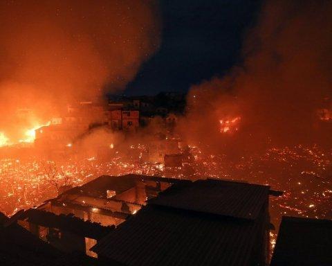 Потужна пожежа знищила цілий район, без притулку лишилися тисячі людей