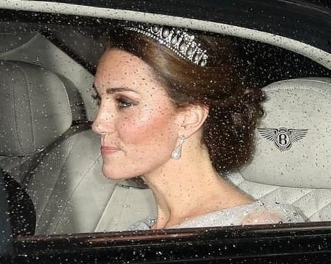 Елизавета II и Кейт Миддлтон покрасовались на приеме в белых нарядах и тиарах: появились фото