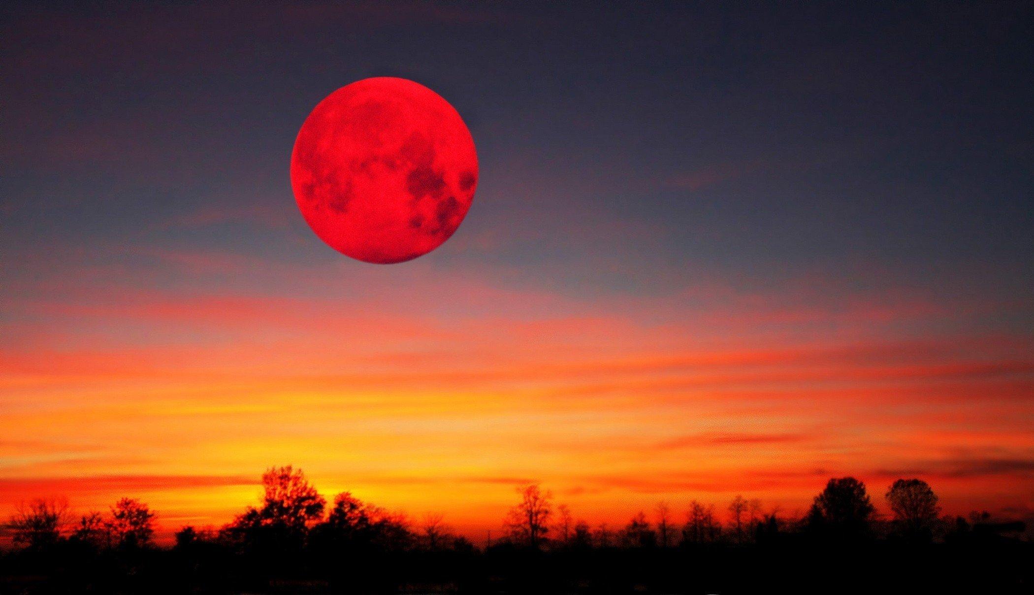 Кривавий Місяць: астрономи визначилися з датою, хто побачить надзвичайно яскраве явище