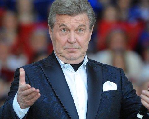 В Росії екстрено госпіталізували знаменитого співака