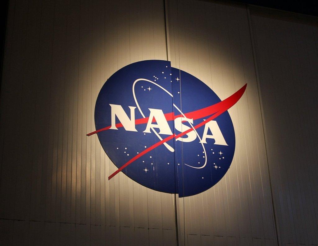 Політ людини на Місяць відклали через коронавірус