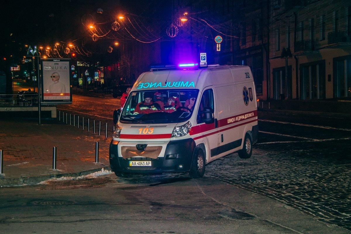У Києві загорілася сцена одного з театрів: кадри з місця НП