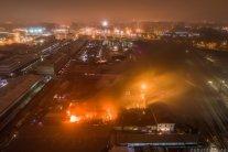 Велика пожежа влаштувала «білу ніч» у Пітері: кадри з місця НП