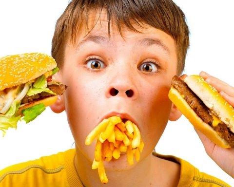 Список продуктів, які краще виключити з дитячого меню