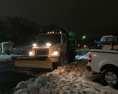 Не добраться на работу, а люди умирают без электричества: США страдают от мощной снежной бури