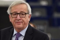 Чіпав жінок: на відео показали дивну поведінку президента Єврокомісії