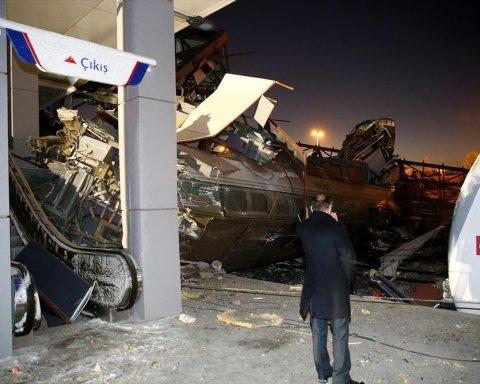 У Туреччині зіткнулися потяги, багато загиблих: причина і кадри з місця жахливої НП