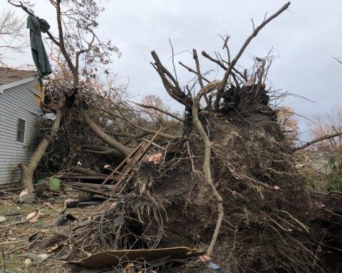 Місто доведеться будувати заново: з'явилися кадри руйнівного торнадо в США