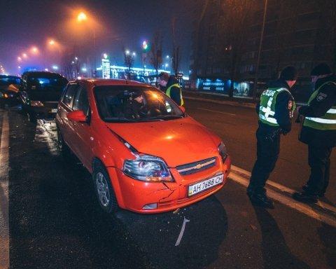 В Киеве произошло масштабное ДТП с четырьмя авто