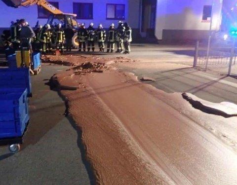 Улицы превратились в шоколадные реки: в немецком городе произошла невероятная авария