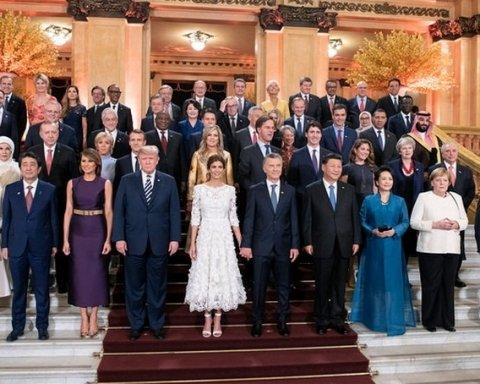 Трамп еще раз не пожал руку Путину: появилось видео