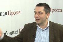 Бывал на Донбассе: «желтый жилет» признался, зачем развернул флаг «ДНР» в Париже