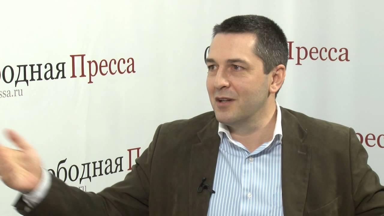 """Бував на Донбасі: """"жовтий жилет"""" зізнався, навіщо розгорнув прапор """"ДНР"""" у Парижі"""