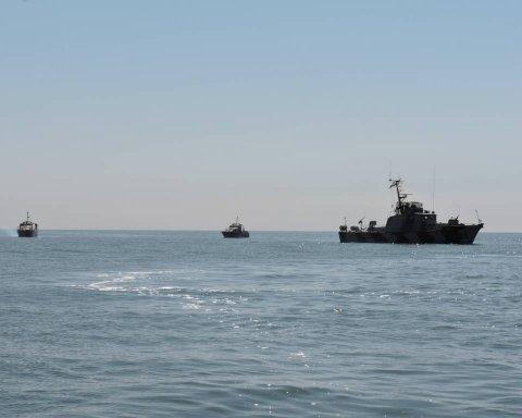 В Крыму исчезли захваченные украинские корабли: опубликовано фото