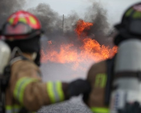 В Индии в колледже вспыхнул пожар: погибло много детей