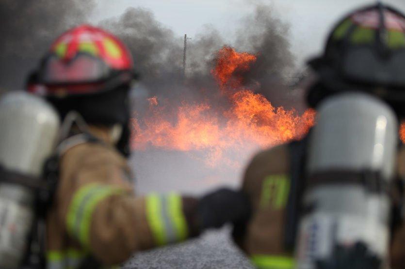 У Росії спалахнула пожежа на заводі, який виготовляє ракети: фото, відео та подробиці