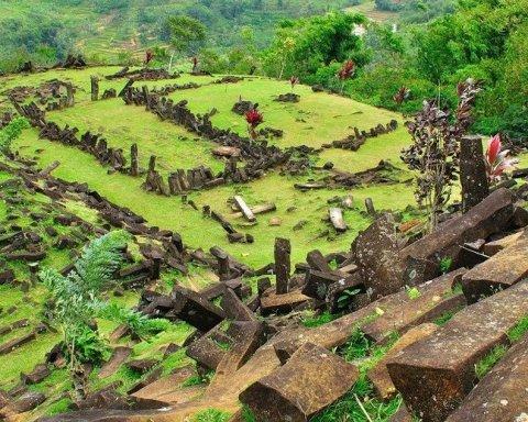 Пирамида возрастом 28 тысяч лет: ученые ломают голову над удивительной находкой в Индонезии
