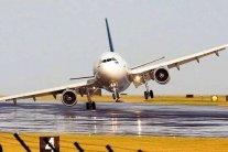 У Росії літак із сотнею пасажирів вдарився об злітну смугу: подробиці НП