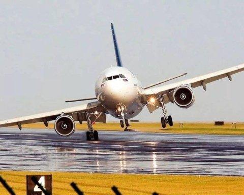 В России самолет с сотней пассажиров ударился о взлетную полосу: подробности ЧП