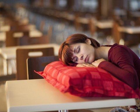 Постійно хочеться спати: лікар назвав причини і дав ефективні поради