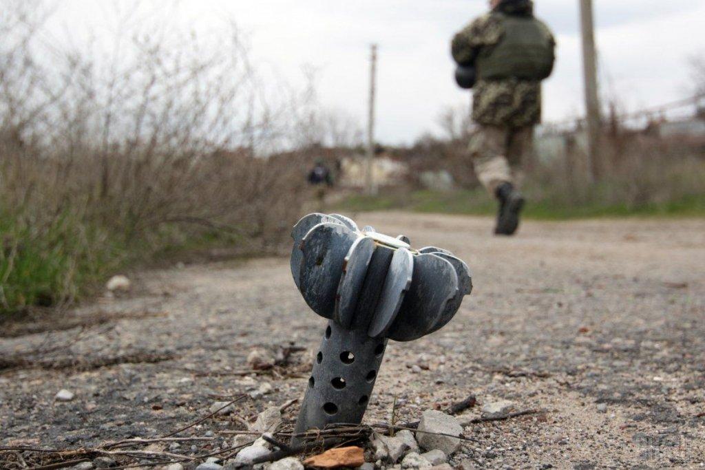 Война на Донбассе: в Золотом боевики обстреляли добровольцев