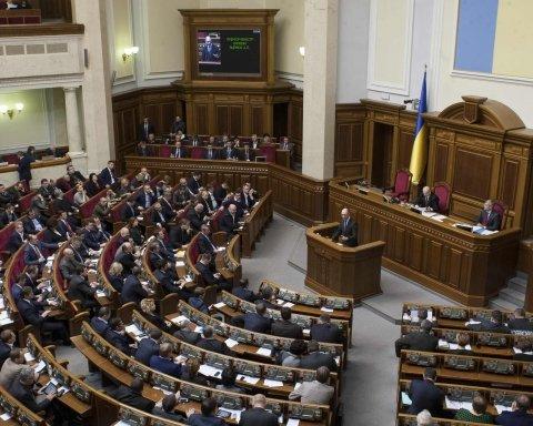 Депутаты устроили жесткую драку в Верховной Раде: появилось видео