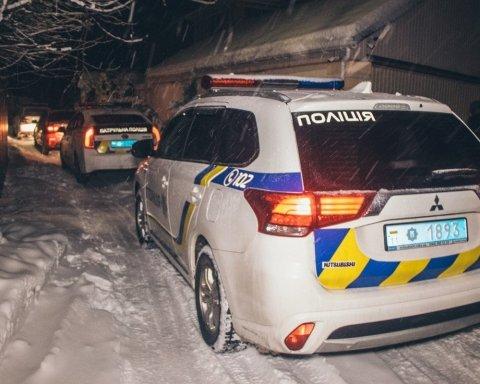 У Києві кинули бомбу в будинок з дітьми: фото і відео з місця НП