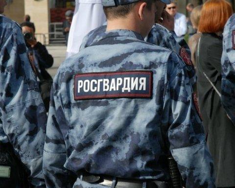 Путинская гвардия потренировалась разгонять людей в Крыму: появились фото
