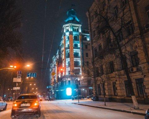 Київ засипало снігом: опубліковані вражаючі фото та відео