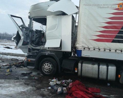 Возле украинской границы взорвался грузовик, есть пострадавшие: подробности и кадры с места