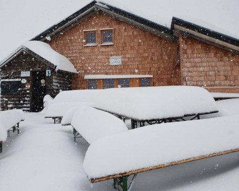 Трагічні наслідки негоди: аномальні снігопади забрали десятки життів у Європі