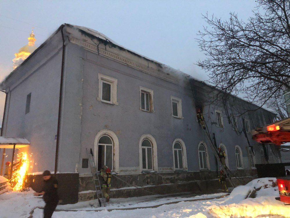 Пожар в Киево-Печерской лавре: появились новые фото, видео и подробности