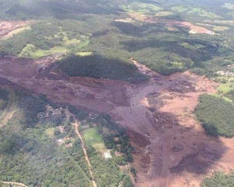 У Бразилії обвалилася дамба з сотнями людей: перші подробиці і відео з місця НП