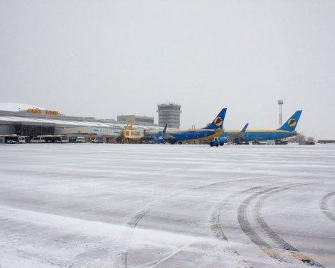Причини невідомі: авіарейси до Києва почали масово скасовувати, сотні людей не дістануться дому