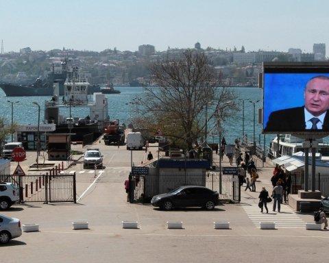 В оккупированном Крыму рассказали, сколько фанатов России сожгли украинские паспорта