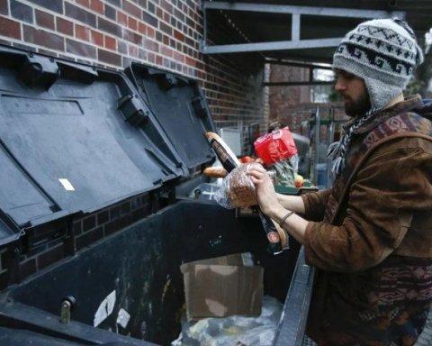 Знищують харчі та змушують їсти на смітниках: у мережі показали реалії життя у Росії