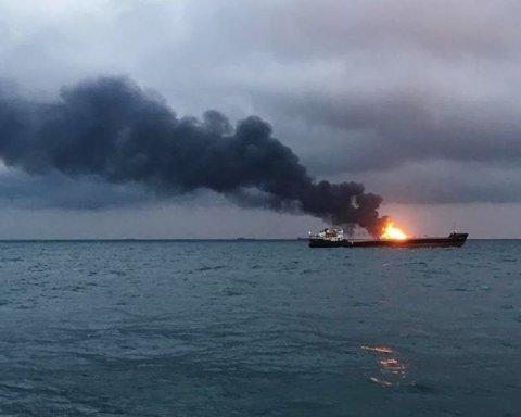 Пожежа біля Керчі: з'явилась цікава інформація про затонулі кораблі