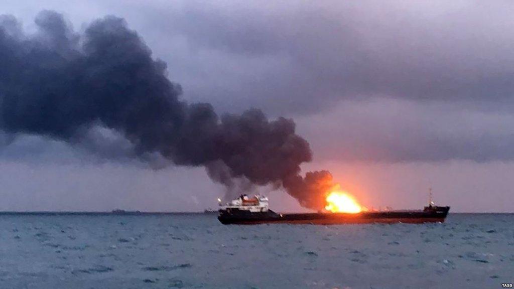 Катастрофа біля Керчі: пожежу не можуть загасити, з'явилися тривожні новини