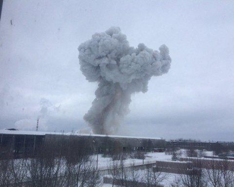 У Санкт-Петербурзі пролунав потужний вибух, є постраждалі: перші подробиці та кадри