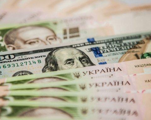 Гривна продолжает падение: украинцев ждет тревожный курс валют