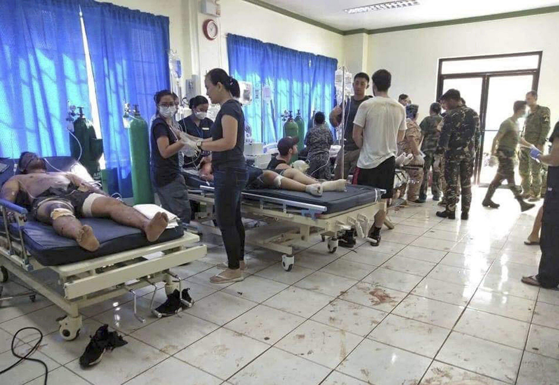 На Філіппінах влаштували страшний теракт у соборі: перші кадри з місця трагедії